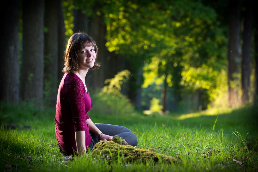 Portret fotoshoot genomen in een natuurgebied.