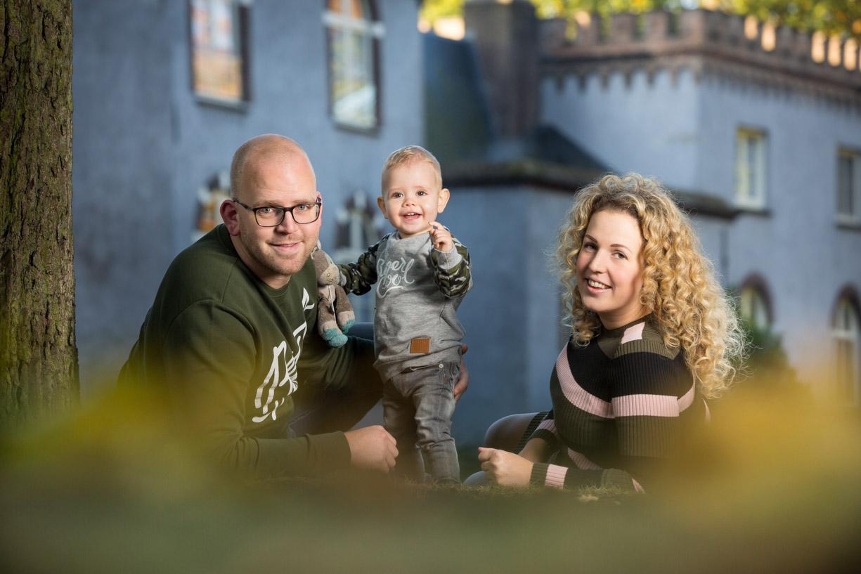 Familie foto bij een mooi kasteel.