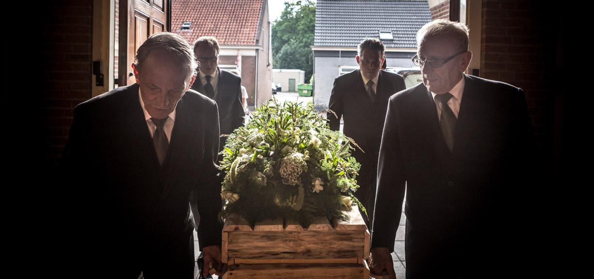 Begrafenis foto in een kerk.