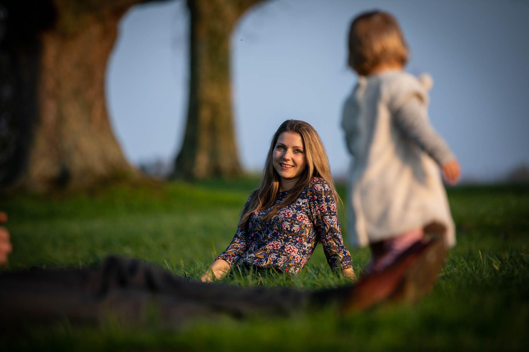 Fotoshoot in een park in Den Bosch.