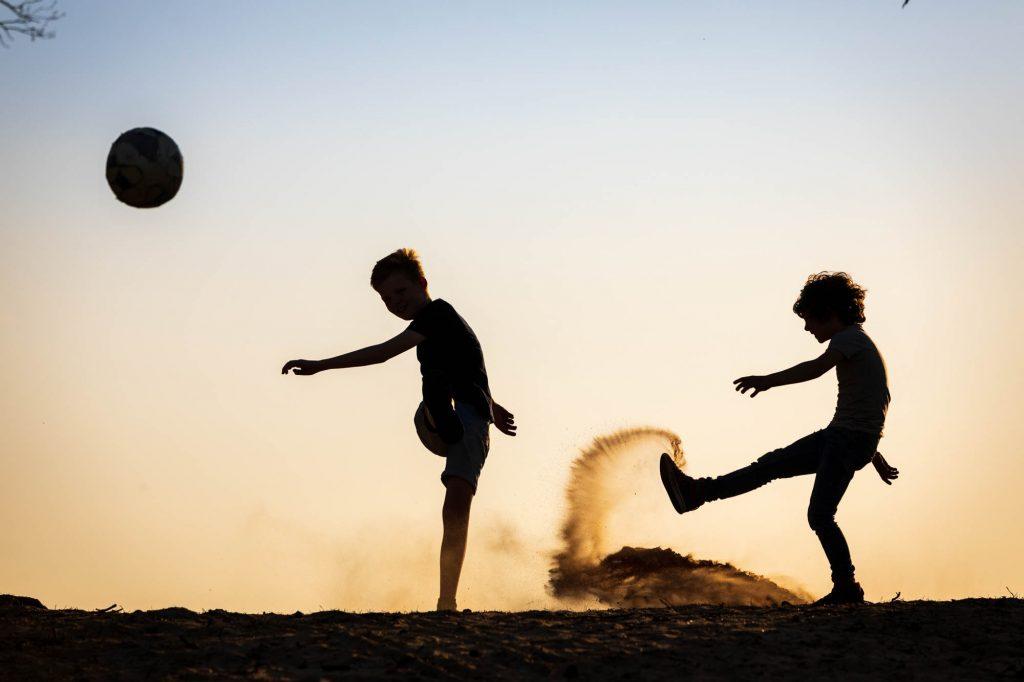 Fotoshoot met spelende kinderen.