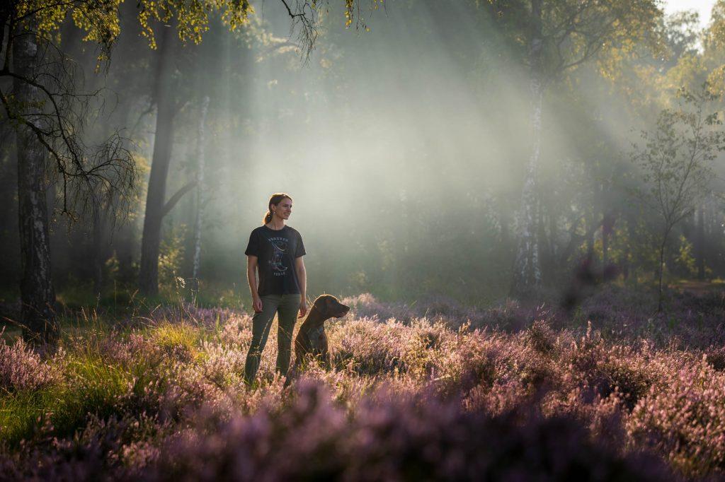 Fotoshoot met nevel en eens paarse heide.