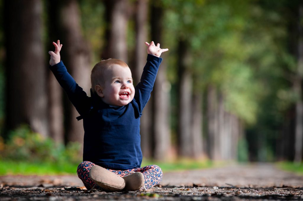 Babystoot buiten in de natuur.